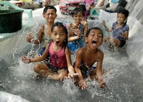 بازی کودکان در مانیل فلیپین