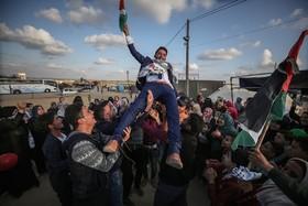 جشن عروسی محمد الهندی در نزدیکی مرز غزه با مناطق اشغالی در جریان تظاهرات جوانان فلسطینی