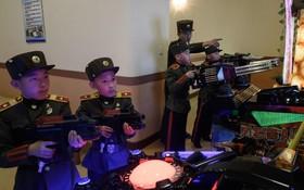 دانش آموزان نظامی در کره شمالی با برنامه های نظامی کامپیوتری بازی می کنند