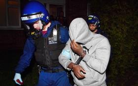 دستگیری اراذل و اوباش در انگلیس