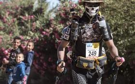 یک شرکت کننده در مسابقه ماراتن در مغرب