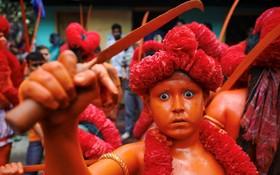 یک شرکت کننده در مراسم مذهبی هندو ها در هند