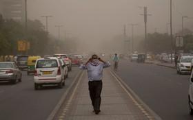 آلودگی هوا در دهلی نو که منجر به مرگ نودویک نفر و بستری شدن 160 نفر شد
