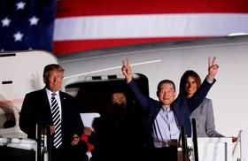 استقبال دونالد ترامپ از آمریکایی های زندانی آزاد شده از کره شمالی