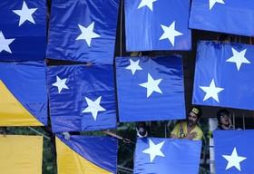 تلاش برای ساخت بزرگترین پرچم برزیل با قطعات موزاییکی برای ثبت در گینس در سائوپائولو