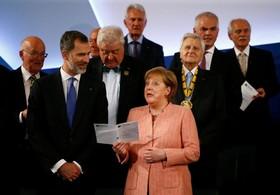 مراسم اهدای جایزه شارلمانی در آخن آلمان به امانوئل ماکرون با شرکت مرکل و پادشاه اسپانیا
