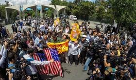 راهپیمایی ضد امریکایی پس از نماز جمعه تهران. (محمد حسین مهیمنی/مهر، سید محمد سعید سجادی/فارس)