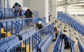 پاکسازی ورزشگاه روستوف در روسیه برای انجام مسابقه قهرمانی جام باشگاه های اروپا