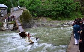 ریزش پل در روستای کاندال شاهی در پاکستان
