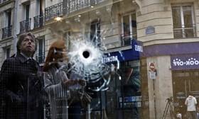 محلی که یکی از اعضای داعش با چاقو به رهگذران در پاریس حمله کرده بود