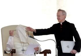 باد در مراسم مذهبی پاپ در واتیکان