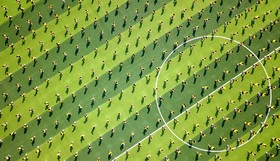 آموزش فوتبال در مدرسه ای در چین