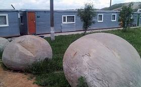 رنگ این سنگ های غول پیکر بعد از بارش باران عوض می شود!