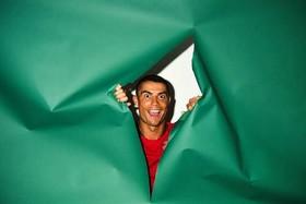 """بازیگوشی """"کریستیانو رونالدو"""" بازیکن تیم ملی فوتبال پرتغال به هنگام گرفتن عکس پرتره مسکو"""