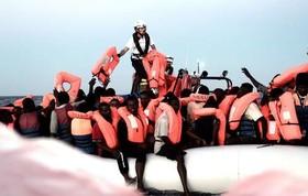 نجات پناهجویان آفریقاییتبار در دریای مدیترانه از سوی گارد ساحلی اروپا