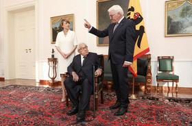 """جشن تولد 95 سالگی """"هنری کسینجر"""" وزیر امور خارجه اسبق آمریکا با حضور رییس جمهوری و بانوی اول آلمان در برلین. کسینجر زاده آلمان است"""