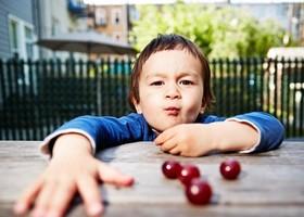 اشتباهات مرگباری که هر روز درباره کودکان مرتکب میشویم! +تصاویر