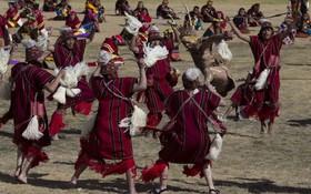 تصاویری از یک جشن عجیب زنان و مردان سرخپوست
