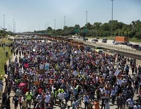 تظاهرات هزاران نفری ضد خشونت در شیکاگو.