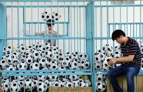 یک کارخانه تولید لوازم ورزشی در چین