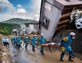 عملیات نجات مجروحین سیلاب و رانش زمین در ژاپن