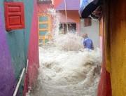 (تصاویر)تخریب خانه در اثر سیلاب ناشی از باران های موسمی در هند،دو عروس ولیعهد بریتانیا در حال تماشای بازی فینال زنان مسابقات تنیس ویمبلدون،تماشای غروب خورشید در منهتن نیویورک و ... درعکسهای خبری روز