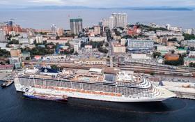 کشتی مسافری عظیم در بندر ولادی وستوک