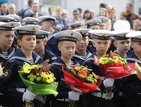 دانشآموزان آکادمی نیروی دریایی در مراسم افتتاحیه سال تحصیلی در سنپترزبورگ
