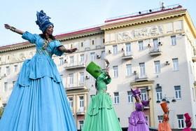 جشن هشتصدوهفتادویکمین سالگرد تاسیس شهر مسکو در خیابان ورسکایا این شهر