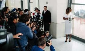 """عکس گرفتن رسانهها از """"نائومی اوزاکا"""" 20 ساله قهرمان ژاپنی مسابقات تنیس اوپن زنان در نیویورک آمریکا"""