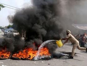 اعتصاب مردم کشمیر