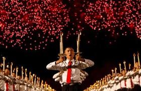 """جشن و آتشبازی به مناسبت هفتادمین سالگرد تاسیس حکومت کره شمالی در میدان """"کیم ایل سونگ"""" در شهر پیونگ یانگ"""