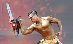 یک آتشنشان اهل کره جنوبی در مسابقات جهانی آتشنشانان در شهر چونگیو کره جنوبی