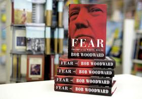 """آغاز فروش کتاب جنجالی جدید به نام """"ترس"""" نوشته """"باب وودوارد"""" درباره ترامپ در فروشگاههای عرضه کتاب در آمریکا"""