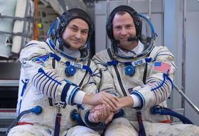 تمرین مشترک دو فضانورد روسی و آمریکایی در مسکو پیش از اعزام به ماموریت در ایستگاه فضایی بینالمللی