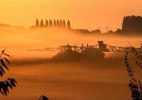 سمپاشی محصولات کشاورزی در لیل فرانسه