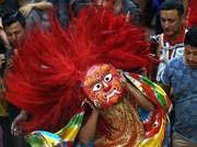 """(تصاویر) جشنواره آیینی """"ایندراجاترا"""" در کاتماندو نپال ، رهبران دو کره در بالای کوه پکتو ، نمایشگاه دوسالانه """"کودکان؛ رویاها و داستانها"""" در درسدن آلمان  و ... در عکسهای خبری روز"""