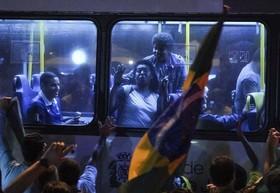 جشن حامیان رئیس جمهور جدید برزیل بعد از اعلام نتایج اولیه انتخابات در ریو دو ژانیرو