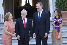 استقبال رسمی پادشاه و ملکه اسپانیا از رییس جمهوری و بانوی اول شیلی