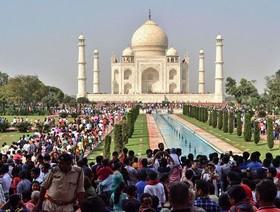 گردهمایی هندیها در تاج محل