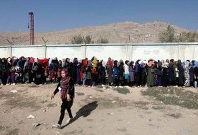صف زنان برای رای دادن در انتخابات پارلمانی افغانستان