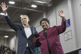 """حضور اوباما در کارزار انتخاباتی """"استیسی آبرامز"""" نخستین بانوی رنگین پوست نامزد فرمانداری ایالت جورجیا آمریکا از حزب دموکرات در انتخابات میاندورهای کنگره"""