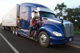 کاروان مهاجران آمریکای لاتین در راه آمریکا