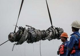 بقایای هواپیمای سقوط کرده در اندونزی