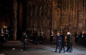 روسای جمهوری فرانسه و آلمان و همسرانشان در حال ورود به کنسرت صلح اروپا- به مناسبت یکصدمین سالگرد پایان جنگ اول جهانی- در شهر استراسبورگ فرانسه