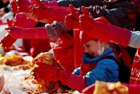 """جشنواره درست کردن """"کیمچی"""" – نوعی خوراک کره ای- در شهر سئول کره جنوبی"""
