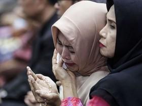 سوگواری بازماندگان هواپیمای مسافربری اندونزی