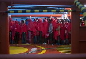 """پناهجویان آفریقایی پس از رسیدن به """"مالاگا"""" اسپانیا"""