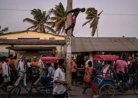 حامیان نامزد ریاست جمهوری آندری راجولینا در تولآار، ماداگاسکار
