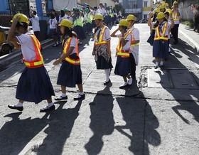 مانور زلزله در مدارس مانیل، فیلیپین